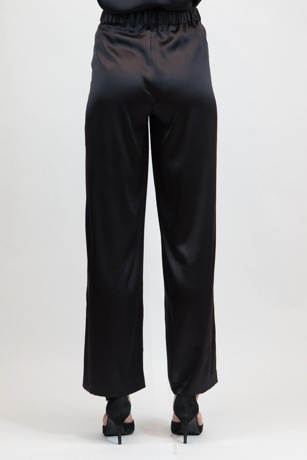 Pantalone palazzo con spacco laterale in raso unito